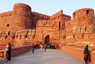 agra visit by tempo traveller